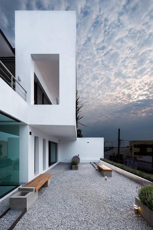 Nhà by Dionne Arquitectos