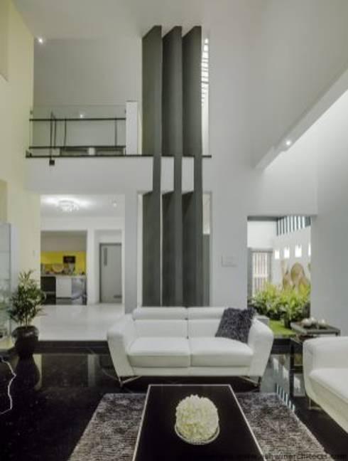 Striking House Interior Designs: 40×60, 4BHK:  Living room by aaaa