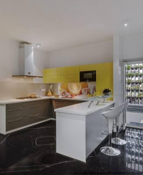 Striking House Kitchen Designs: 40×60, 4BHK:  Kitchen by aaaa
