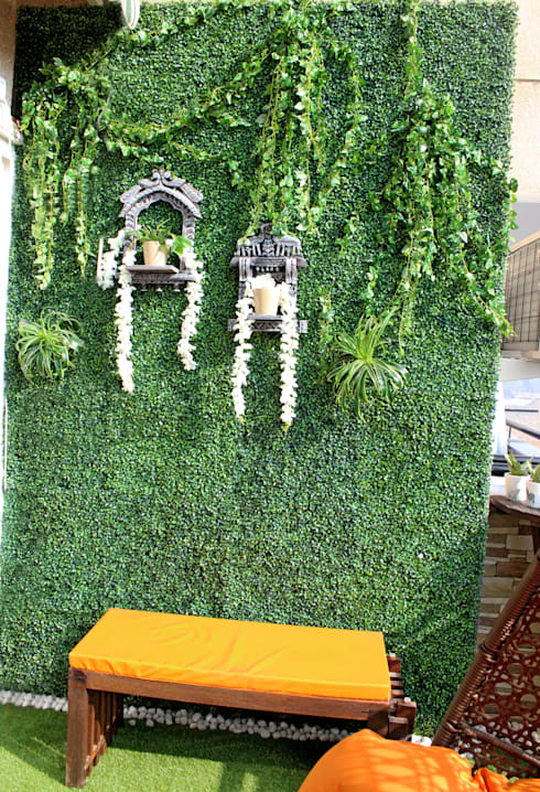 Artificial Green Wall with Wall Accents: rustic Garden by Grecor