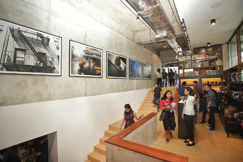 Stairway:  Kantor & toko by ARAT Design