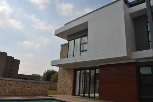 House DS: minimalistic Houses by DE FRANCA ARCHITECTURE + DESIGN