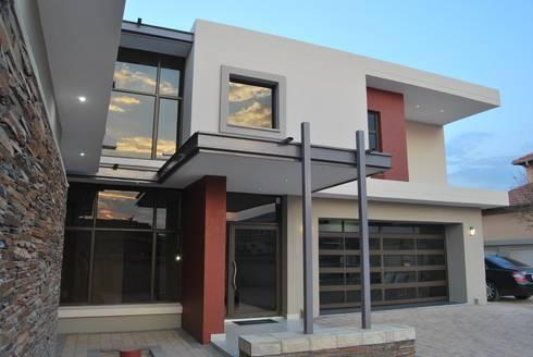 House N: minimalistic Houses by DE FRANCA ARCHITECTURE + DESIGN