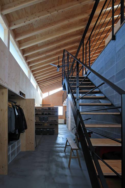 ホール: ㈱ライフ建築設計事務所が手掛けた階段です。