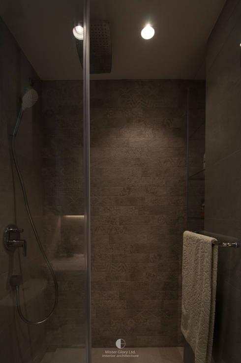9: minimalistic Bathroom by Mister Glory Ltd