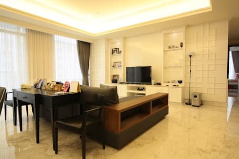 White simple and a bit oriental touch for luxurios apartment:  Living room by Exxo interior