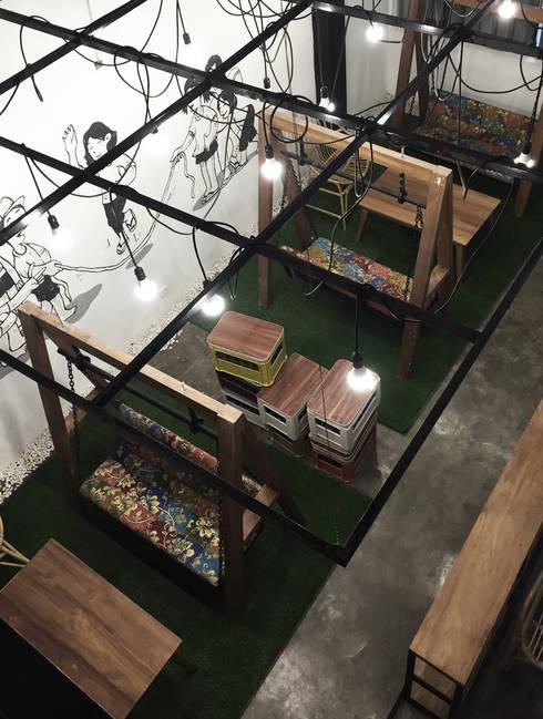 Cafe Area lantai 1A:  Bar & Klub  by ARAT Design