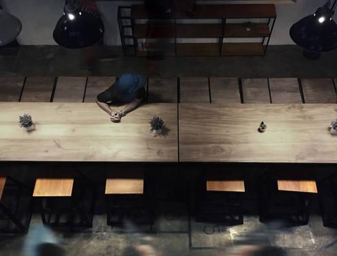 Bar Area lantai 1B:  Bar & Klub  by ARAT Design