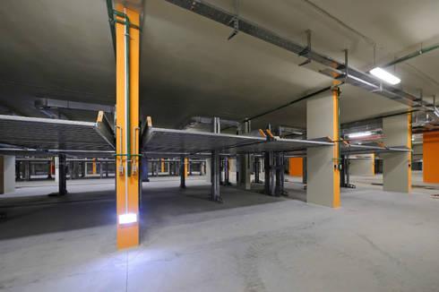 DUPLICADORES EN MOSCU: Garajes de estilo moderno por KLAUS MULTIPARKING COLOMBIA
