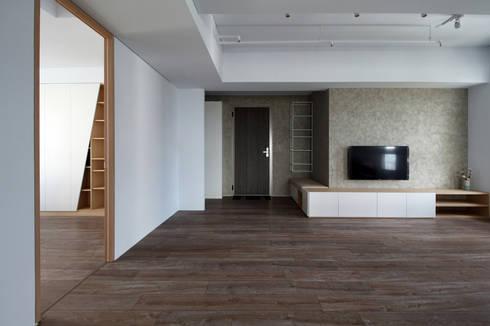 楓樹:  客廳 by 樂沐室內設計有限公司