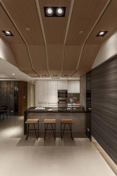 三輝君匯:  廚房 by 祥祥設計有限公司