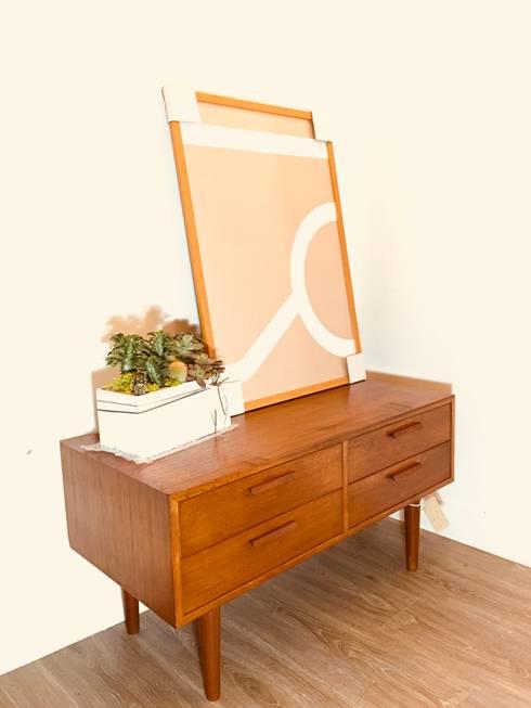 丹麥柚木老件小邊櫃:  客廳 by 北歐觀點老件家具專賣店