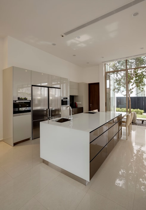 4 Connecting Voids House at 21 Jalan Mariam : modern Kitchen by Lim Ai Tiong (LATO) Architects