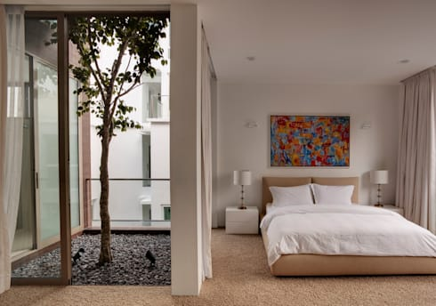 4 Connecting Voids House at 21 Jalan Mariam : modern Bedroom by Lim Ai Tiong (LATO) Architects