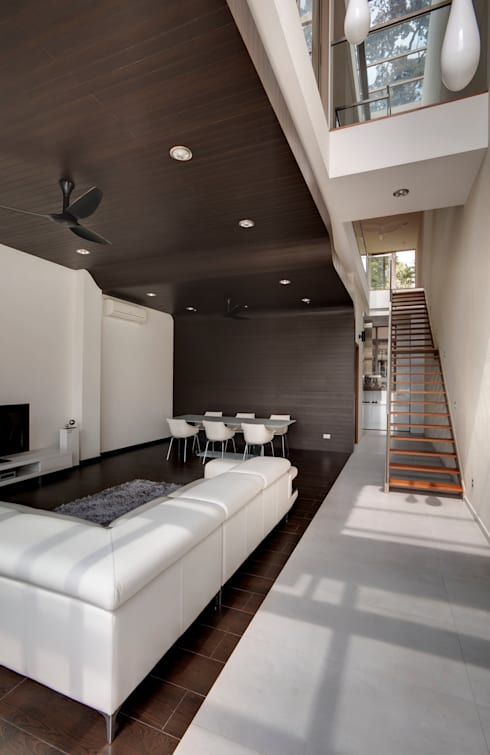 Timber Ribbon House at 115 Ming Teck Park : modern Living room by Lim Ai Tiong (LATO) Architects