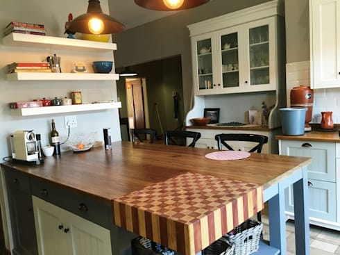 Kitchen island with butcher block: country Kitchen by Nick and Nelly Kitchens