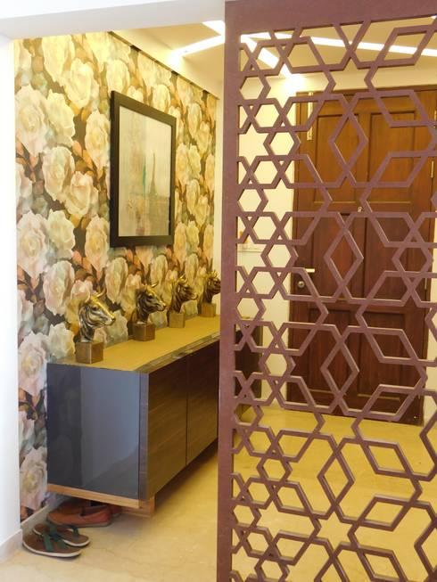 Interior:  Corridor & hallway by Inspire Interiors & Archcons India Pvt Ltd