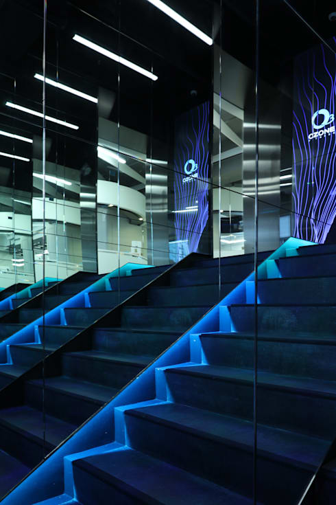 Ozone Fitness Wanchai:  Commercial Spaces by Nomad Office Architects 覓 見 建 築 設 計 工 作 室