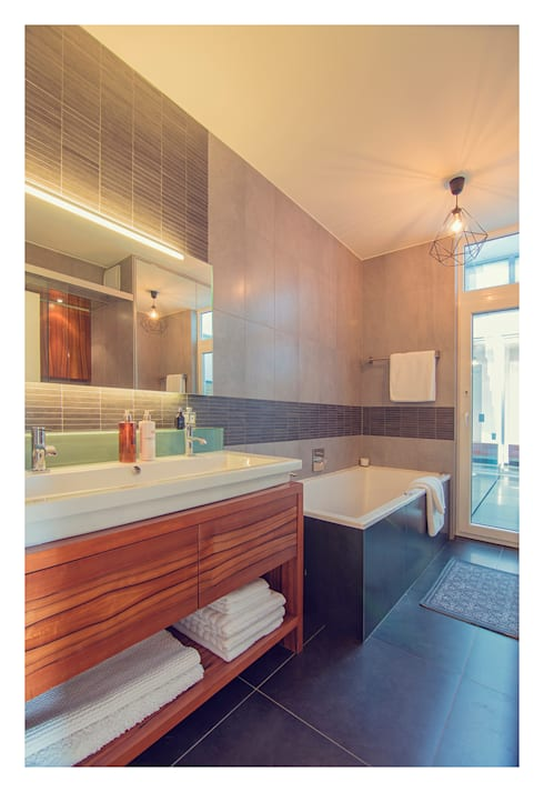 Home Staging einer Wohnung in 1140 Wien die zu VERKAUFEN ist !!!:  Badezimmer von VIENNA HOME STAGING
