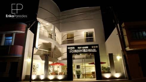 Fachada: Hoteles de estilo  por EPG  Studio
