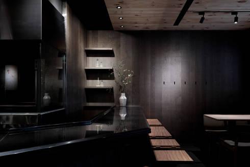 吧檯區:  餐廳 by 樸十設計有限公司 SIMPURE Design