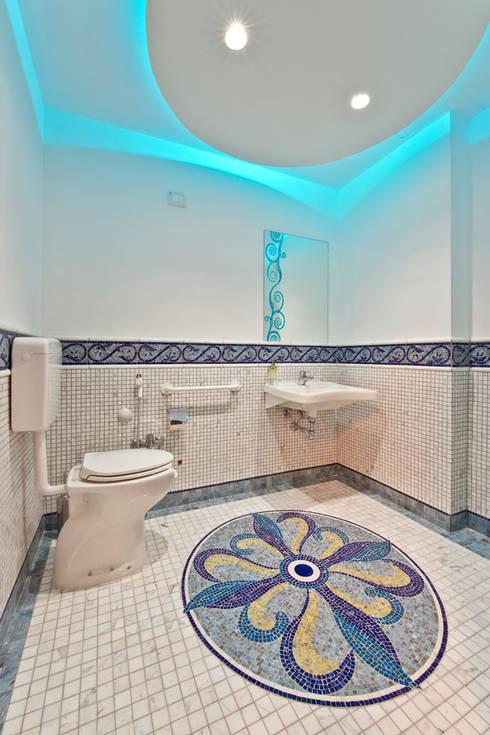 bagno in mosaico lava smaltata por Opusmosaici   homify