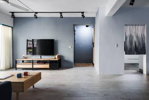 新竹自強路 黎公館:  客廳 by 築室室內設計