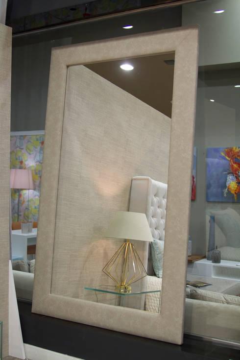 Bedroom: modern Bedroom by Alfaiate d'Interiores