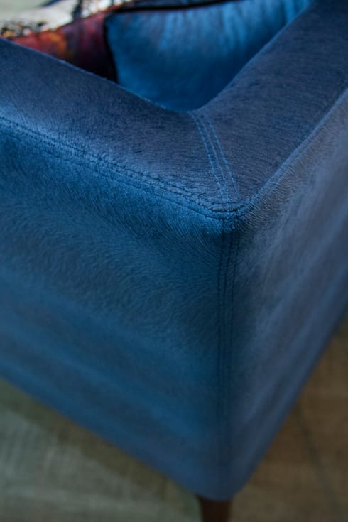 ​Upholstery Details: modern Living room by Alfaiate d'Interiores