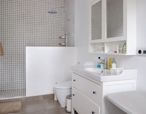 Bathroom // i45 House:  Kamar Mandi by Lukemala Creative Studio