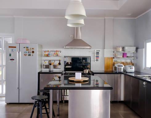 Kitchen // i45 House:  Dapur by Lukemala Creative Studio