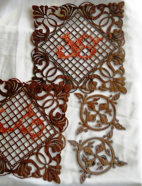 Placemats / glass mats with owner's monogram: modern Dining room by Alexandrova living DECOR