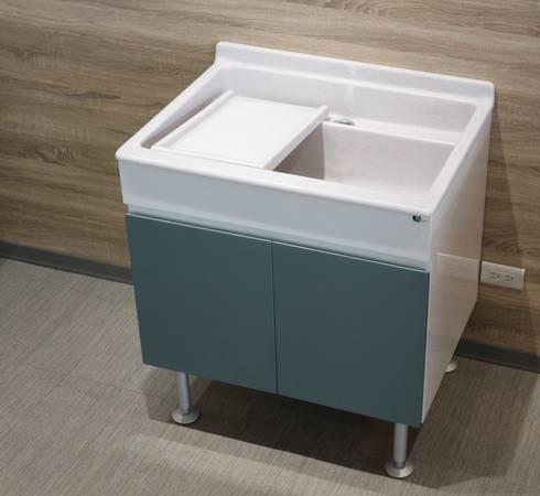 陽台洗衣槽櫃:  陽台、門廊與露臺 by 綋宜實業有限公司