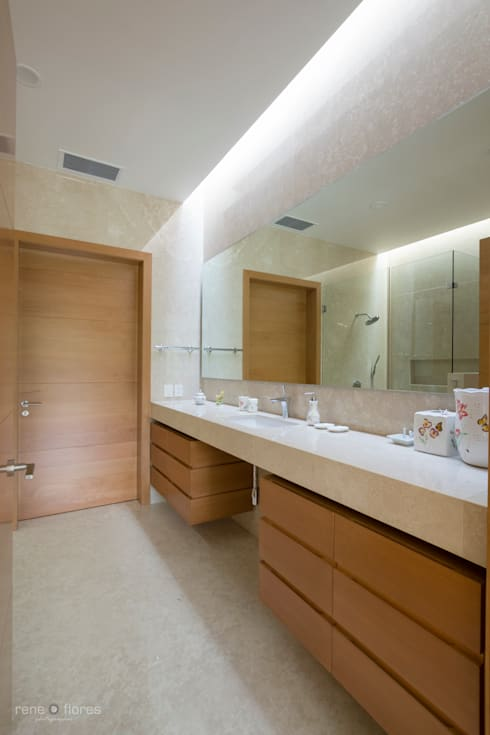 Baño recámara: Baños de estilo  por René Flores Photography