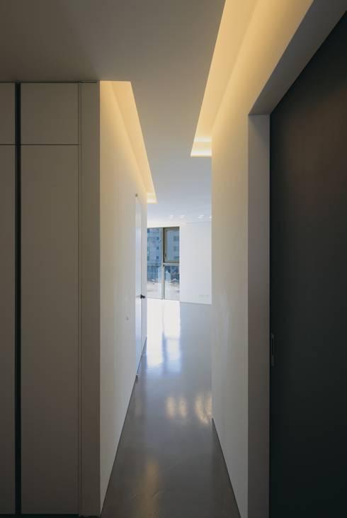Corridor & Living: kimapartners co., ltd.의  복도 & 현관