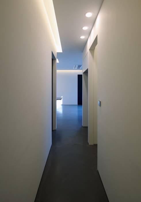 쓰리룸세대  Corridor: kimapartners co., ltd.의  복도 & 현관