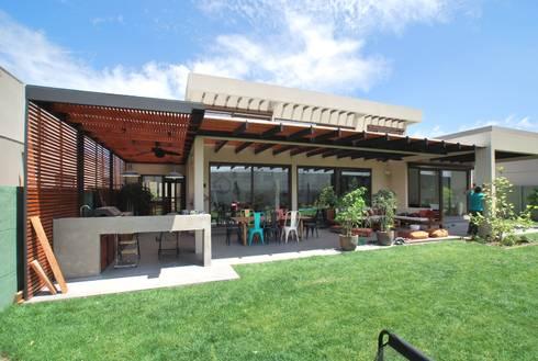 Terraza abierta: Terrazas  de estilo  por Selica