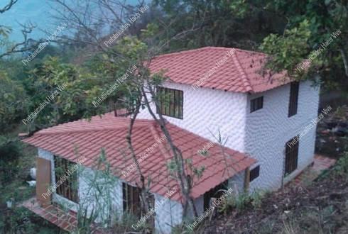 Casa de campo prefabricada de dos pisos con balcón: Casas prefabricadas de estilo  por Prefabricados Hacer Vivir