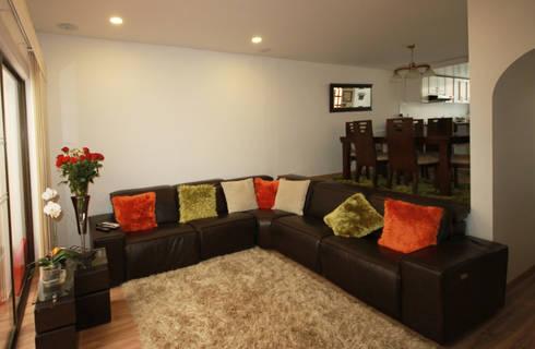 Casa Gallego Urrego: Salas de estilo moderno por AMR estudio