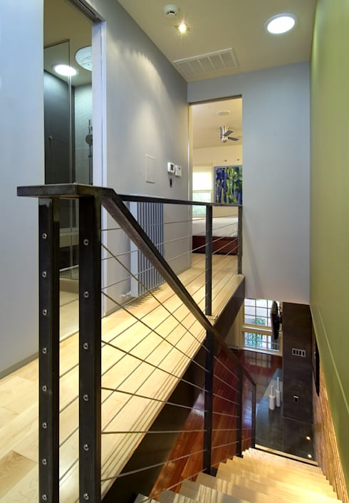 Foggy Bottom House:  Corridor & hallway by KUBE Architecture