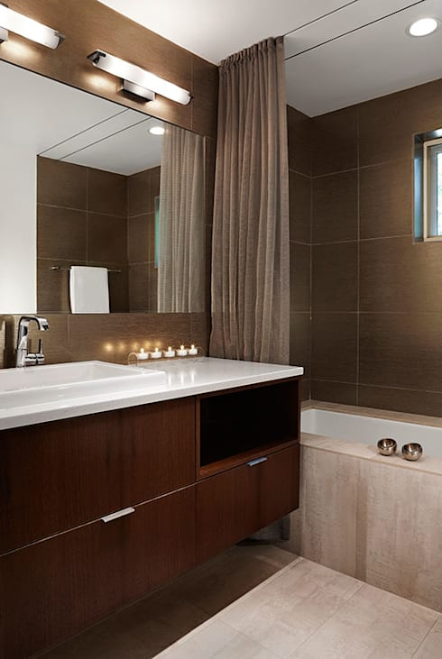 East Jefferson: modern Bathroom by KUBE Architecture