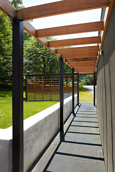 East Jefferson:  Patios & Decks by KUBE Architecture