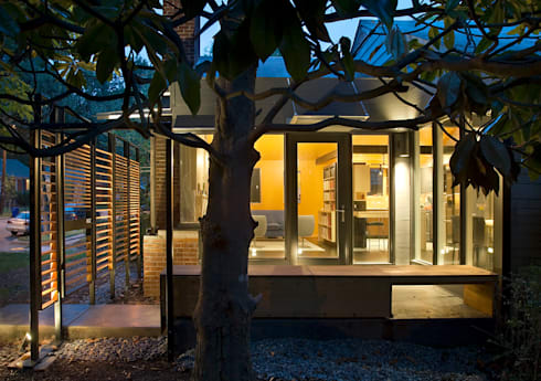 Q Place Residence: modern Houses by KUBE Architecture