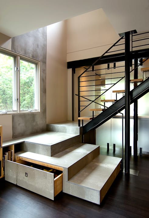 Q Place Residence:  Stairs by KUBE Architecture