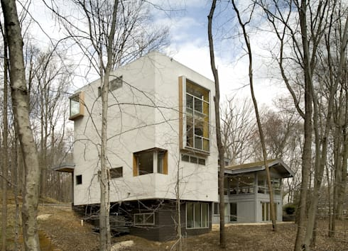 Forest House: modern Houses by KUBE Architecture