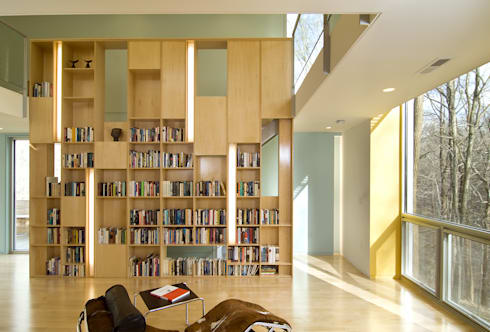 Forest House: modern Living room by KUBE Architecture