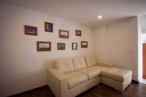 Apartamento Angarita Yañiez: Estudios y despachos de estilo moderno por AMR estudio