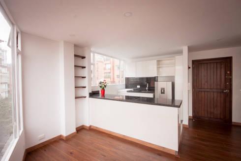 Apartamento MI Jara: Cocinas integrales de estilo  por AMR estudio
