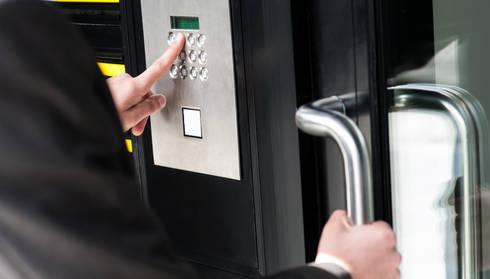 Commercial Smart Locks Installation:   by Locksmith Kempton Park