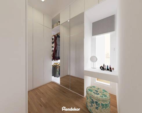 Walk In Closet:  Ruang Ganti by Mendekor